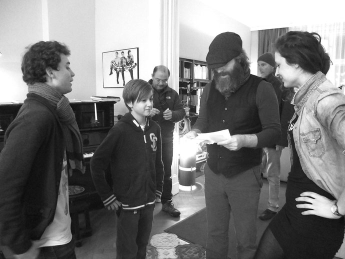 Louie Betton on set with director Stephan Wagner, brother Tolja (Jonas Hämmerle) and the crew.