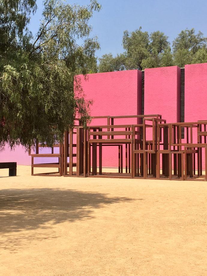 À l'occasion de la foire internationale d'art contemporain de Mexico qui a eu lieu en février, des grandes oeuvres ont été placées dans la cour de la Cuadra San Cristóbal