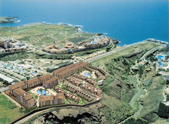 Luftaufnahme der Residencia in Playa Paraiso direkt am Meer.
