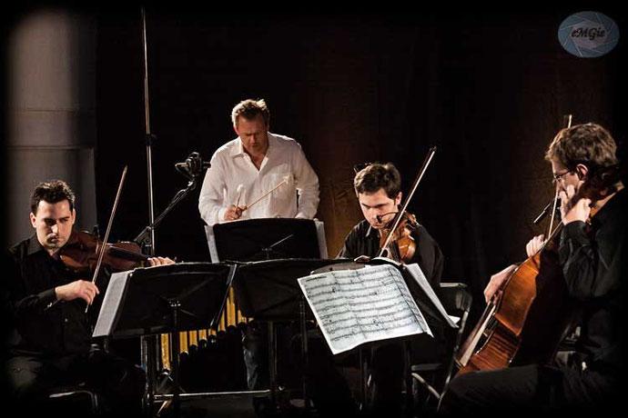 """""""Atom String Quartet"""" oraz Mathias Haus - Wibrafon"""