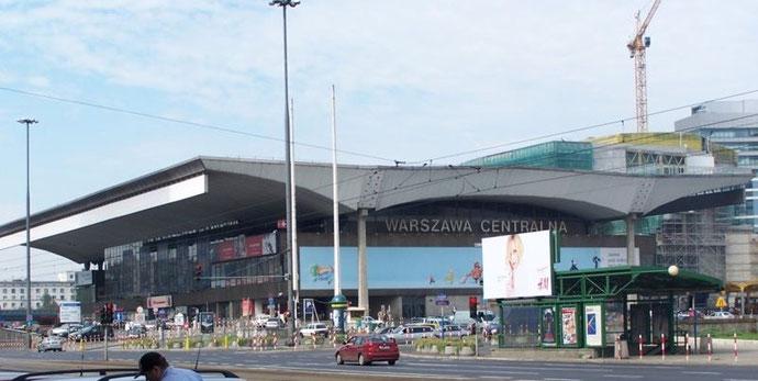 Entrada principal de la estación central de Varsovia