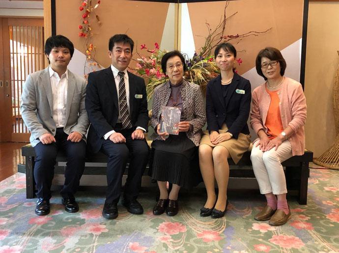 畠アサさま、吉川屋常務ご夫妻と 印刷・製本ご担当/タカラ印刷 林善克さま と武田