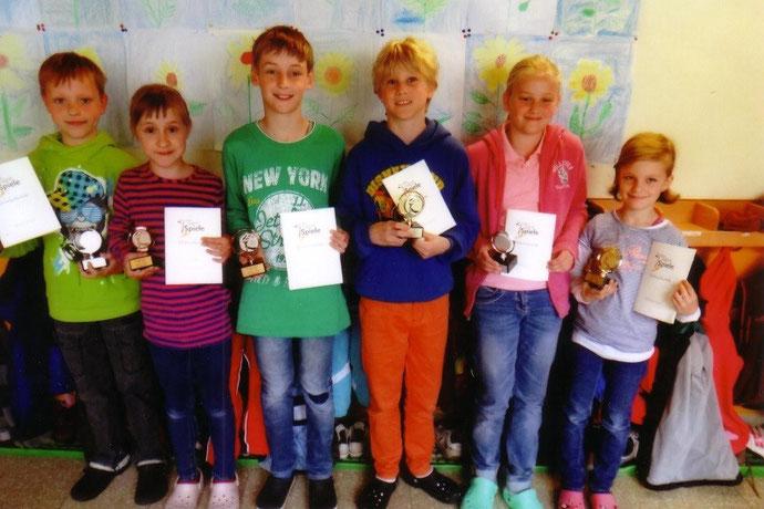 Foto: Schulsieger von links nach rechts: Josua Werner, Larissa Rollberg, Jan Hirschmann, Lucio Farrugio, Sophia Panella, Lina Heid