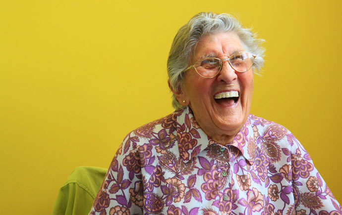笑うおばあちゃん