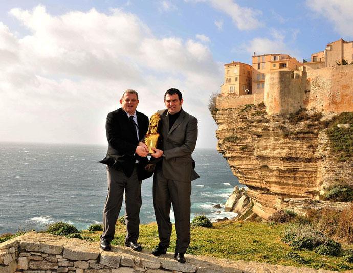 Jean-Charles Orsucci récompensé par le secrétaire général du concours de lz Marianne d'Or Alain Trampoglieri