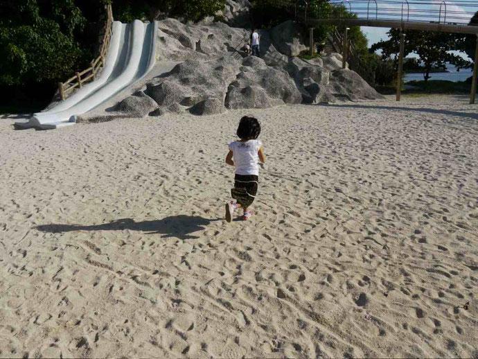 沖縄、イクメン、子供、子育て、公園、砂浜