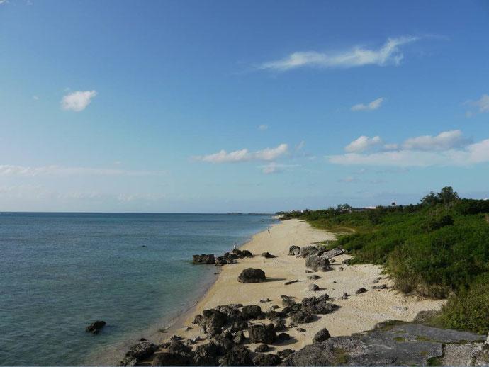 海、沖縄、子育て、単身赴任、砂浜、岩場