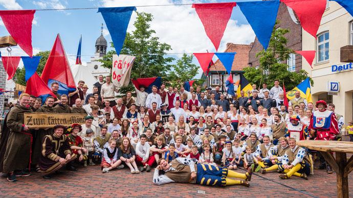 Die Sektion und der befreundete Fanfarenzug aus Weißenau auf dem Kivelingsfest 2017