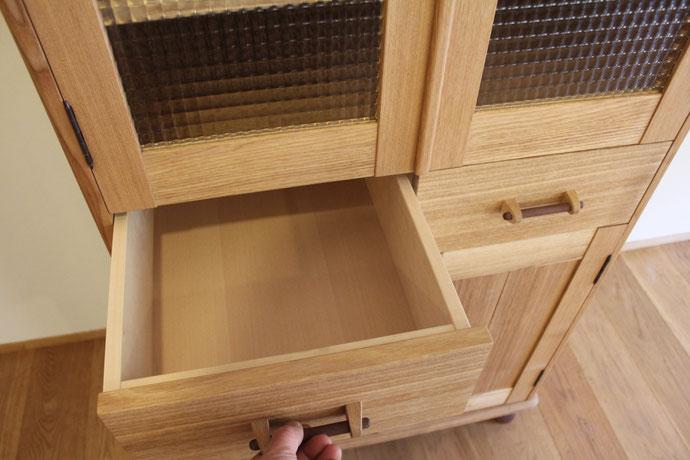 レトロで可愛いアール天板のカップボード(平塚市・H様邸)抽斗