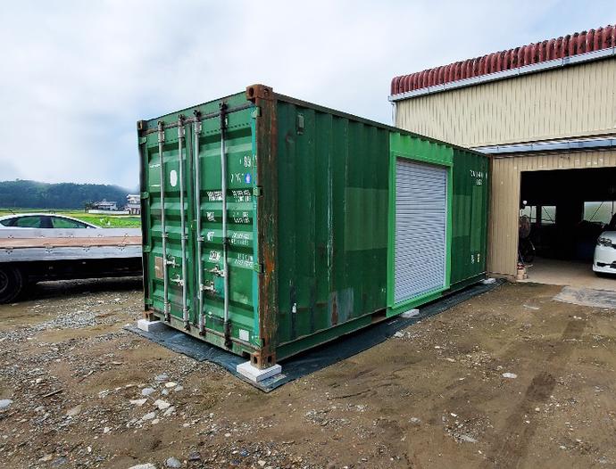 三重県多気郡 中古コンテナ20ft1750シャッター付き設置