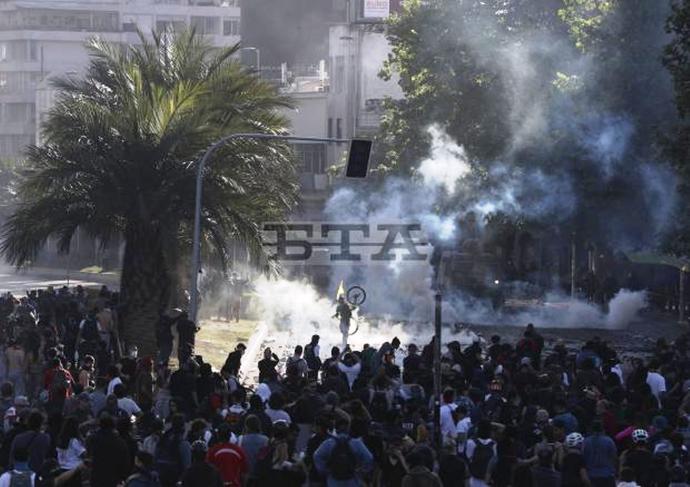 Konfrontationer mellem militær og demonstranter, Santiago, d. 21. oktober 2019