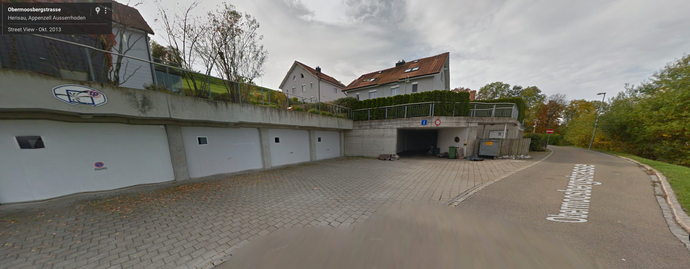 Parkplatz vor der rechten Garage (P Hörler)