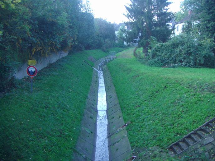 Schwarzbach, Hüllerbach oder Köttelbecke genannt.