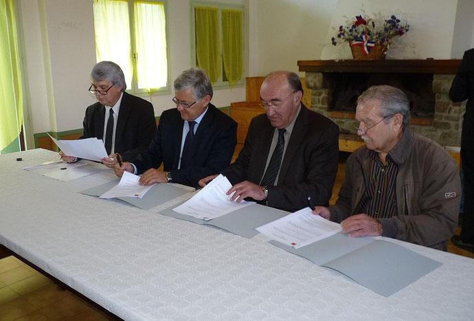 Jean-Jacques Delas, Bruno Janet, Joseph Castelli et Jacky Bartoli : une convention lie désormais France Télécom Orange, le conseil général de Haute-Corse et l'association des maires du département