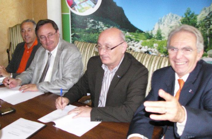 Michel Barat (à gauche) et Antoine Feracci, entourés de Pierre Ghionga et Antoine Sindali : une convention entre le Rectorat et A Rinascita pour rendre accessible à tous la culture scientifique et technique