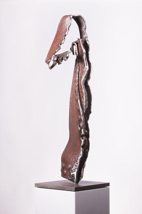"""Sprung"" Nr. 01-2015, 35 x 95 x 25 cm, Stahl auf Plinthe"