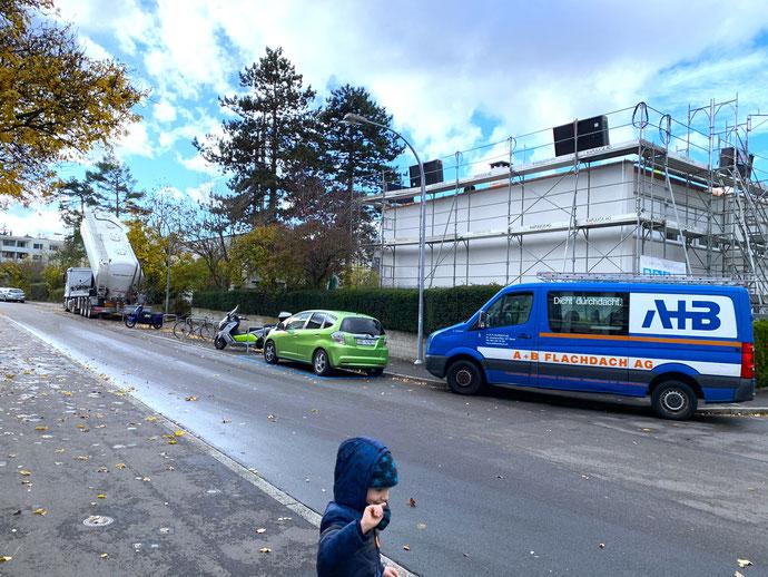 Anlieferung Kies für's Flachdach und als Verankerung der Unterkonstruktion