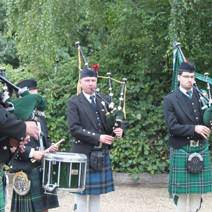 Erft Area Pipes & Drum mit Unterstützung der Ever Jrön Piper