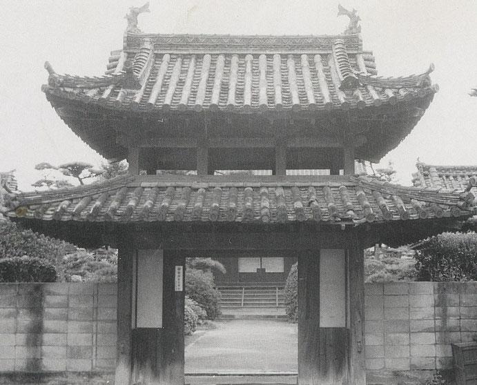 平成修復前の山門