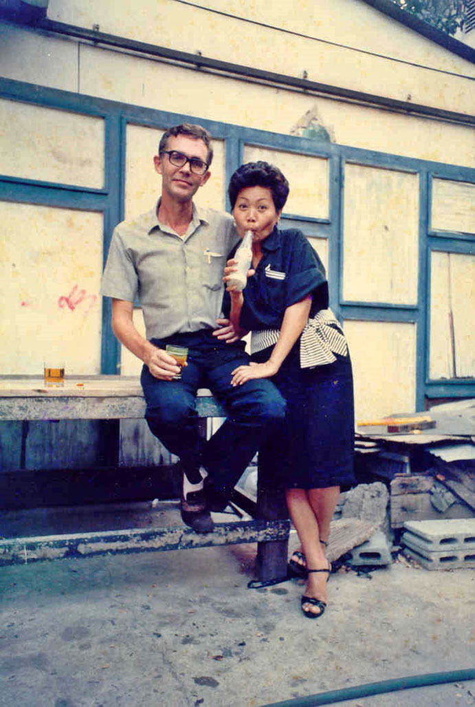 Pedro Meier Writer Artist Elephant Press Bangkok – Gert Jorgensen with Thiemjai Jorgensen, Editor, Publisher The Thai Printer, Craftsman Press, Photo 1986 by © Pedro Meier Schriftsteller, Multimedia Künstler. SIKART Zürich, ProLitteris. www.Autorenwelt.de