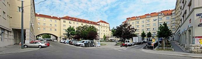 Her på Matteotti Platz i bydelen Sandleiten, i Wiens 16. distrikt Ottakring, boede min farmors familie. Min bedstefar var 'postmester' og min farfar postfunktionær på det lokale posthus på pladsen.