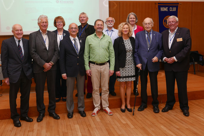 Einige der Gründungsstifter auf der Stifterversammlung in Frankfurt/Oder