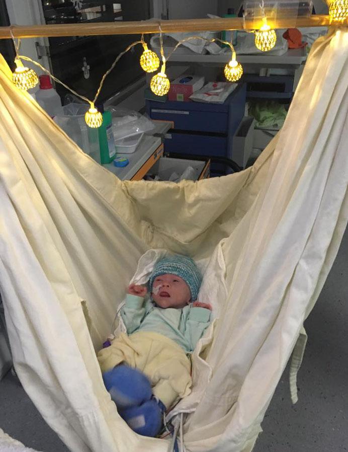Mattia Kollros am 1. Adventssonntag 2018 im Kinderspital Luzern - www.ichundmeinblog.ch - von Claudia Kollros