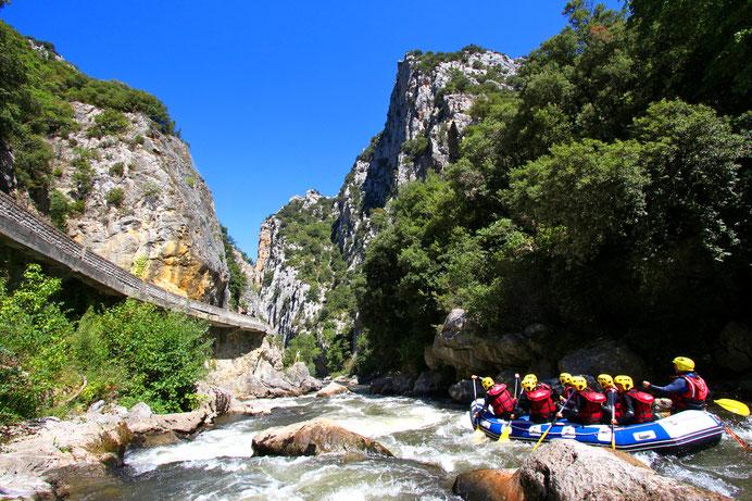Sensation dans les Gorges de l'Aude en rafting - Pyrénées Audoises