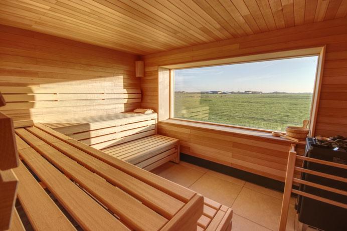 Panorama-Sauna auf dem Friesenhof mit Aussicht über die INsel Pellworm