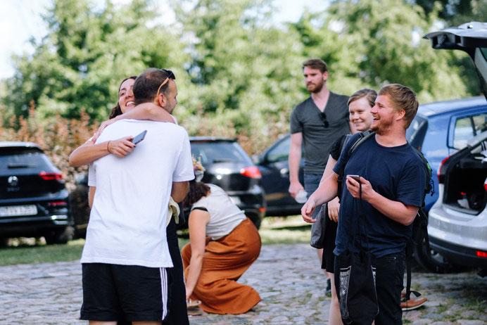 Altmark Hochzeit, Thomas Sasse, Braut, Hochzeitsfotograf Magdeburg, Stendal, Roexe, Tangermuende, Kette, Haende