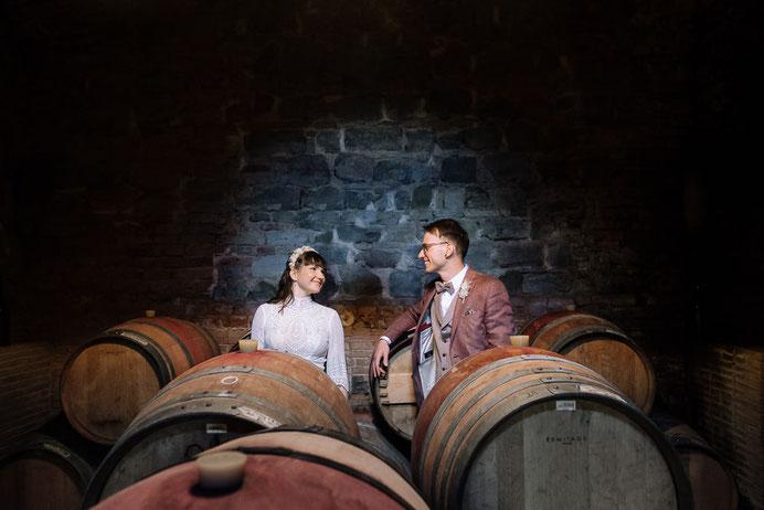 Hochzeit Tangermuende, Hochzeitsfotograf Magdeburg, Brautpaar, Bad, Kueche, Struempfe, Kuechentisch, Trauung, Bauernhof, Roexe, Thomas Sasse