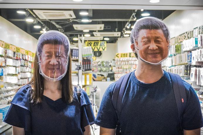 マスク禁止法に反応して作られた習近平マスク。