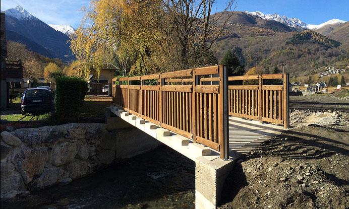 Construction de ponts suite aux crues des berges - paroi clouée - structure en acier - béton projeté