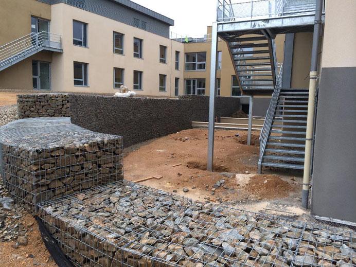 Mur de soutènement et mur poids en gabions