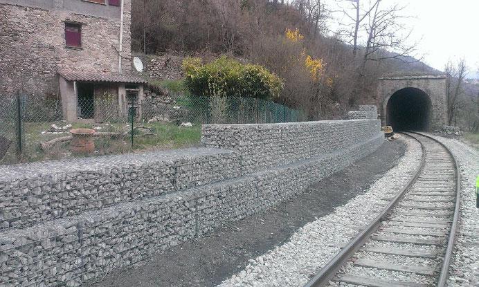 Ligne de chemin de fer du Salvaret à Villars sur Var - construction soutènement et murs poids en gabions