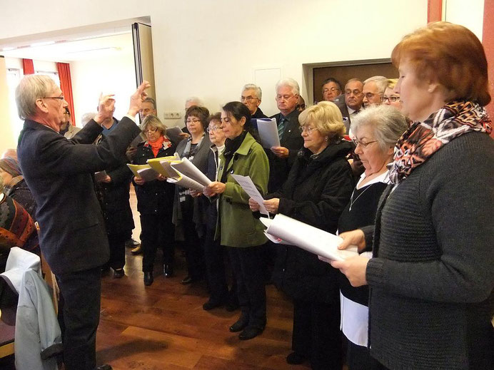 Unser Kirchenchor unter Leitung von Karl Josef Nüschen, Foto: Archiv