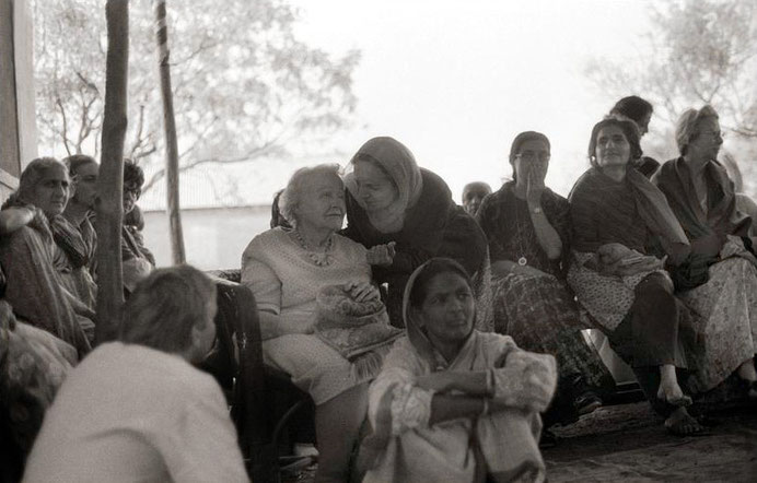 Jan.1976, U.Meherabad, India - Elizabeth seated with Mehera Irani talking to her  ; Courtesy of MN Collection