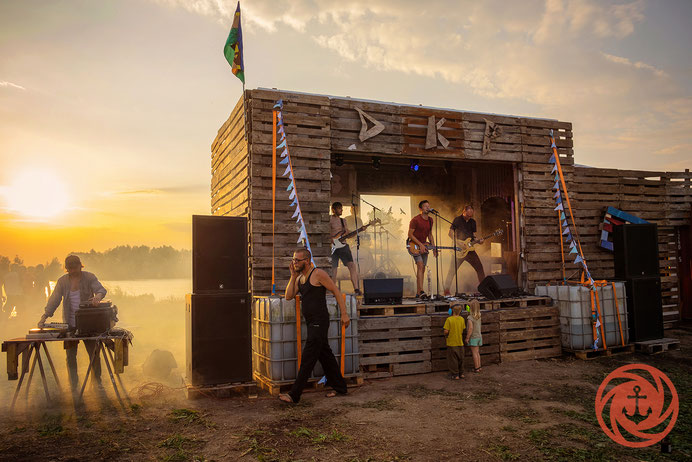 das kleine Paradies, DKP, Hemelinger Hafen, Weser, Weserstrand, Konzert, Buehne, Musik, Band, Kultur,