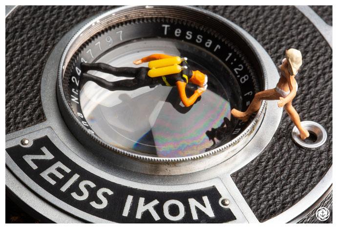 Kameraobjektiv, kleine Leute, Taucher, analoge KAMERA