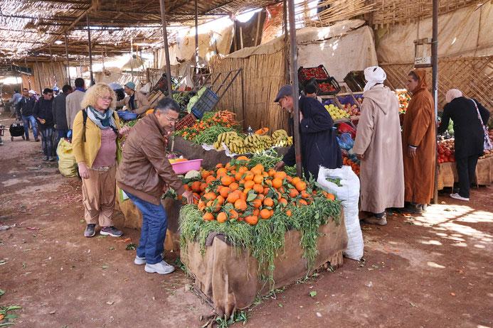 Einen Beutel voll Obst gibt es für 15 MDH was etwa 1,50 € entspricht.