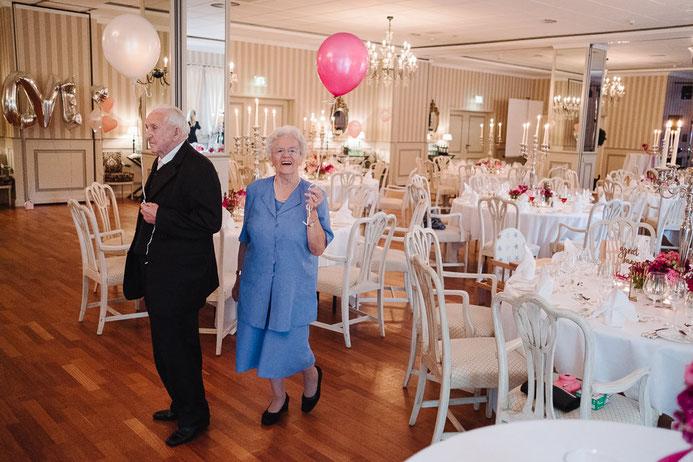 Hochzeitsfotograf Thomas Sasse aus Magdeburg Empfang Oma Opa Hochzeit Annika und Marcus Schlosshotel Muenchhausen