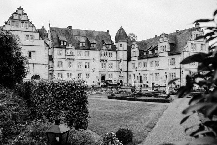 Hochzeit auf Schloss Münchhausen Schwöbber, Hochzeitsfotograf Thomas Sasse aus Magdeburg, Hameln Hannover