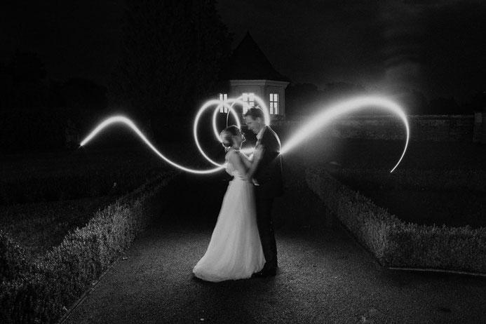 Hochzeitsfotograf Thomas Sasse aus Magdeburg Braut Bräutigam Langzeitbelichtung Leucht Streifen  Hochzeit Annika und Marcus Schlosshotel Muenchhausen