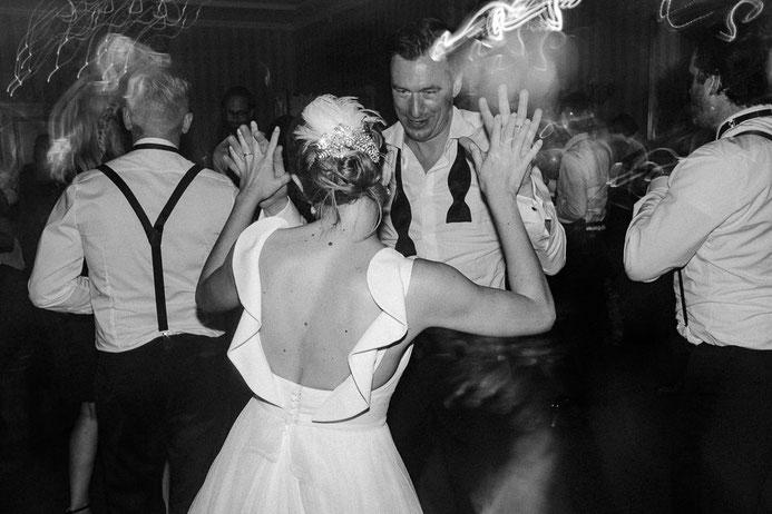 Hochzeitsfotograf Thomas Sasse aus Magdeburg Braut Bräutigam Party Hochzeit Annika und Marcus Schlosshotel Muenchhausen