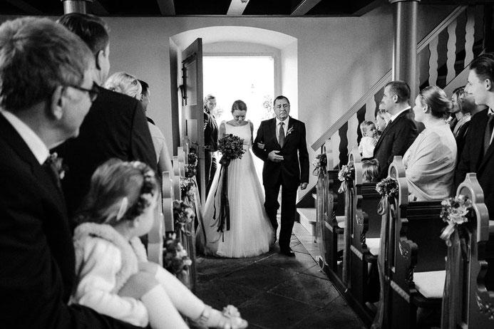 Hochzeitsfotograf Thomas Sasse aus Magdeburg Auszug Hochzeit Annika und Marcus Schlosshotel Muenchhausen