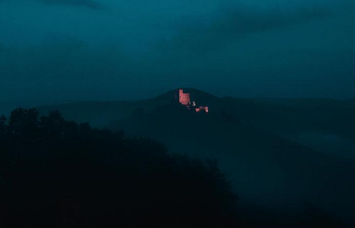 Trifels aufgenommen von der Burg Münz