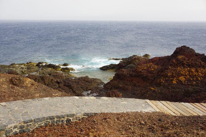 Kleine Steinwege führen durch die wilde Vulkanlandschaft, Tenogebirge, Teneriffa