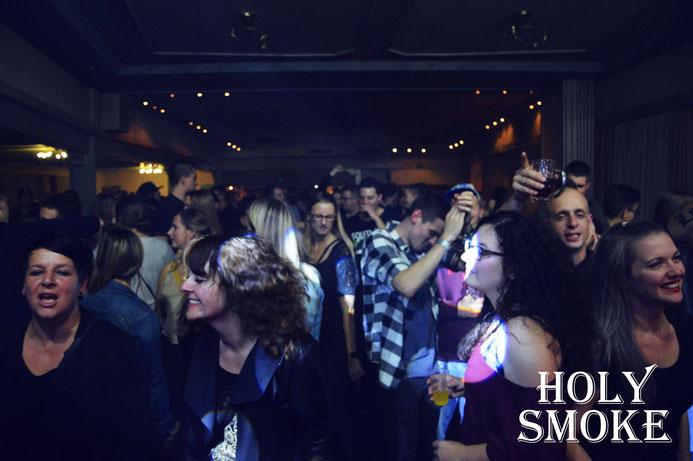 Holy Smoke Rock Coverband bei Kirmes Ulmbach 2019 - Landgasthof Deutsches Haus. Partyband und Hochzeitsband in Hessen.