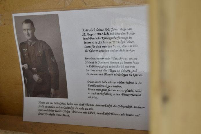 Am deutschen Soldatenfriedhof in Chișinău hängt eine Karte. Darauf steht eine Botschaft: Eine Frau sucht ihren Vater. Er verschwand im Zweiten Weltkrieg. Foto: Elisabeth Pörnbacher