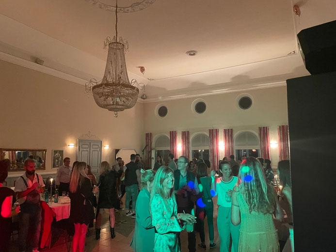 Weihnachtsfeier DJ Udo H - Firmenfeier Abschluss mit cooler Party